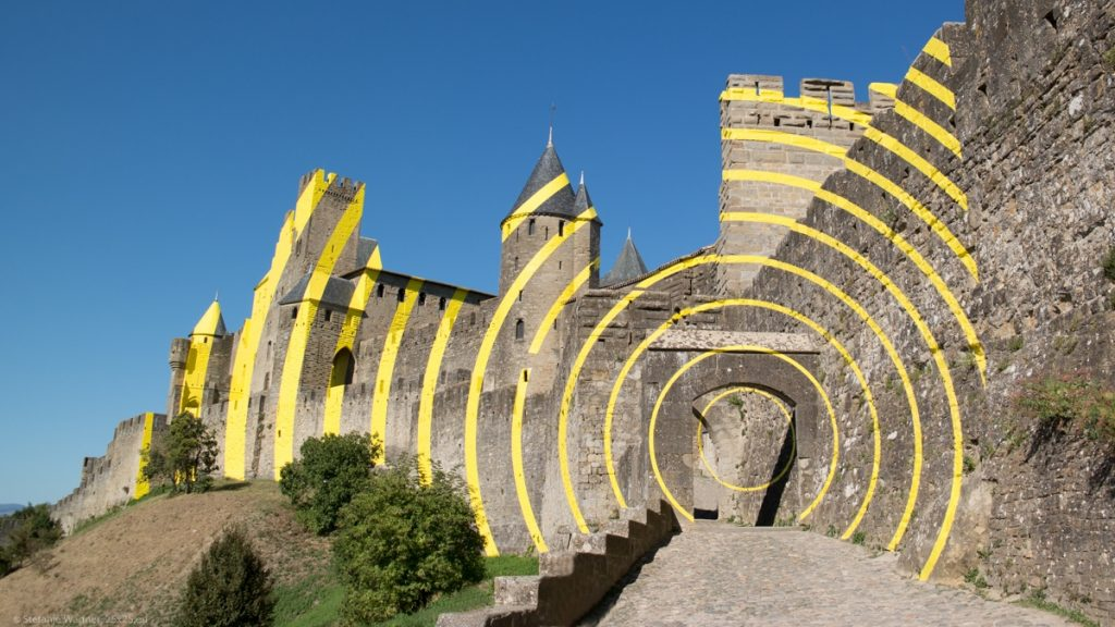 Showing yellow circles on the outer walls of Carcassonne