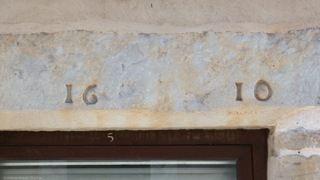 Stone over a door saying 1610