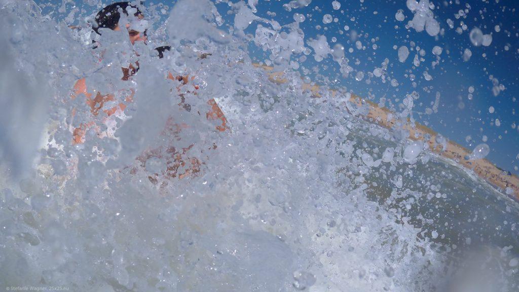 Splashing of a wave