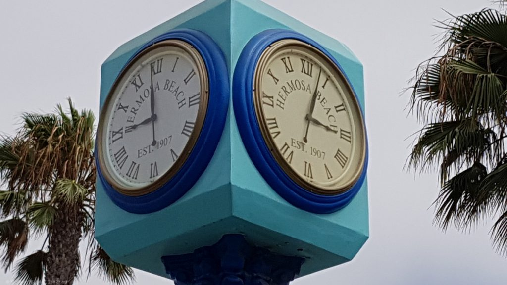 Big clock showing 9 o'clock on one side and 3 o'clock on the other side.