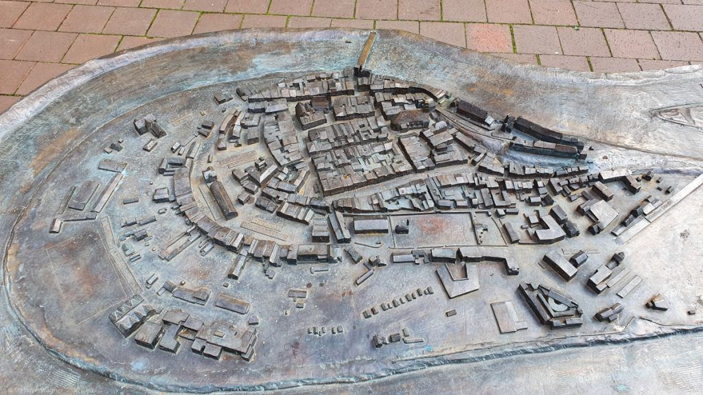 A 3D model of the city showing the different buildings and the river