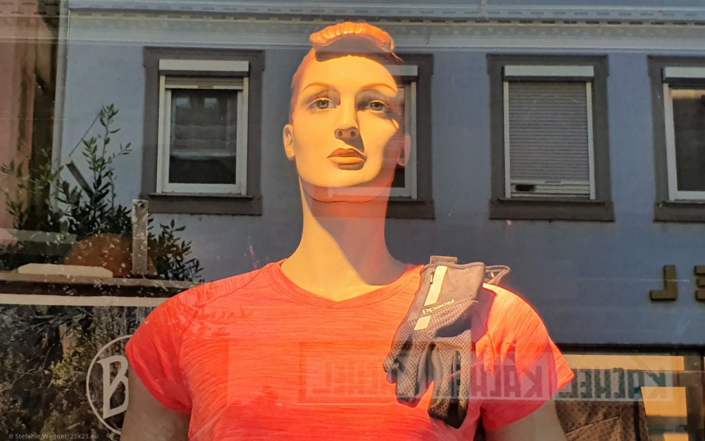 Male display dummy looking into the distance with an umemotional face