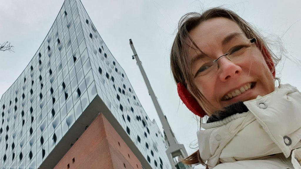 Selfie in front of the Elbphilharmonie
