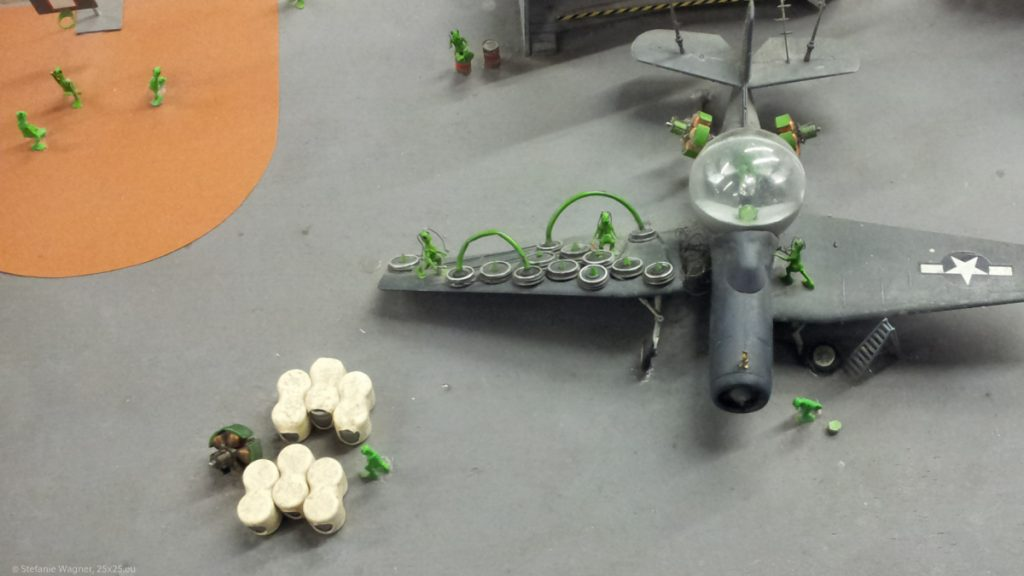 An alien space ship with various green aliens around