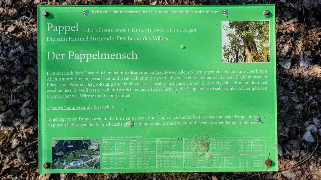 Green information plate with German text